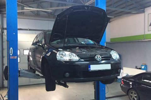 "<a href=""https://www.facebook.com/curataredpf/posts/607818529406835"" class=""fb_link"" target=""_new"">VW Golf V 1.9TDI 105cp BLS<a/>"